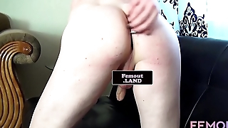 Tattooed femboy masturbates in solo debut