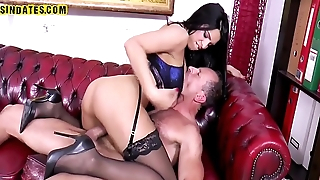 Sindates man fucking a brunette in his office